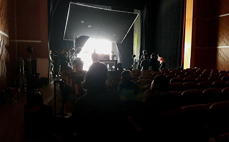 Le théâtre de l'Archipel accueille le tournage du film Don Juan de Serge Bozon. ©Flora.Gelot - Coll. Ville de Granville