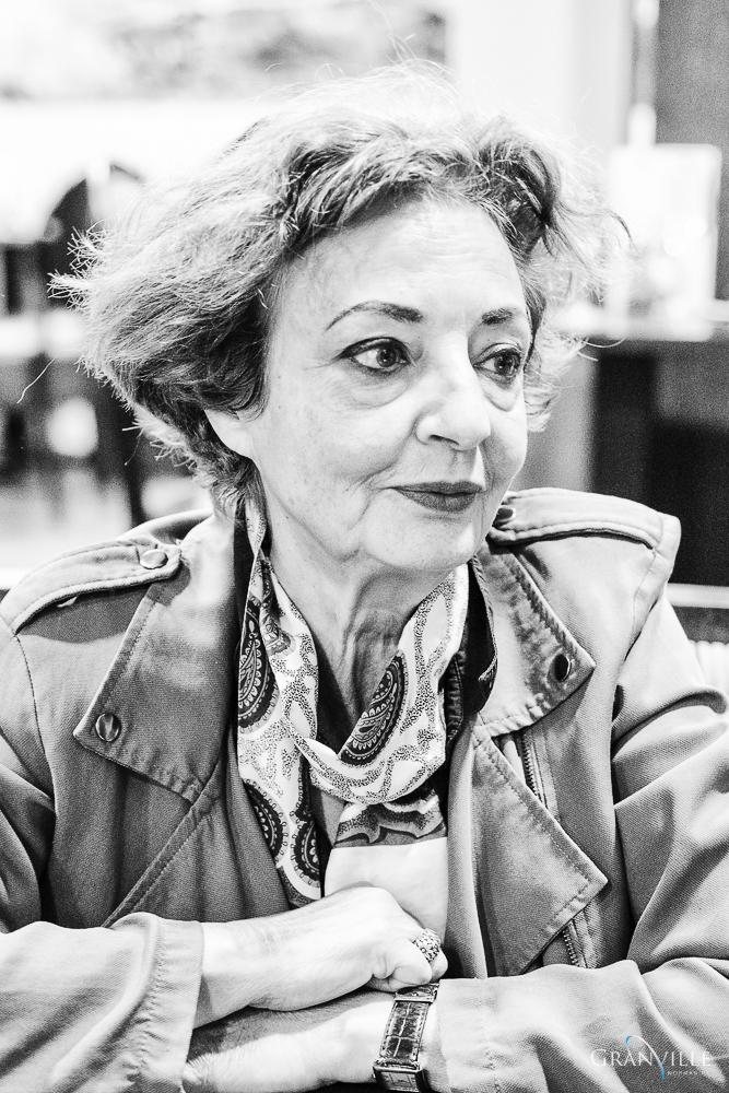 Louise Narbo est née en Algérie et vit à Paris