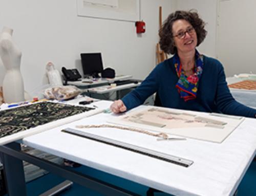 Marie-Flore Levoir restaure des textiles à la Halle au Blé