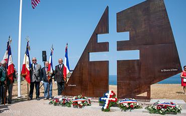 Le monument a été réalisé par l'artiste sculpteur de métal Marc Dupard