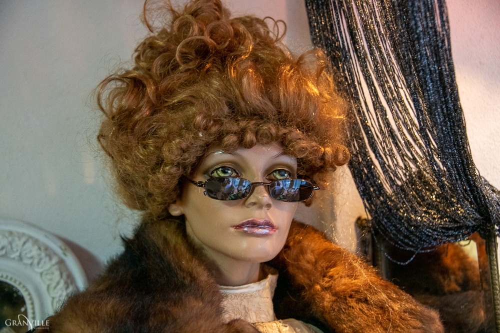 Nadia Druaux loue de nombreux accessoires.