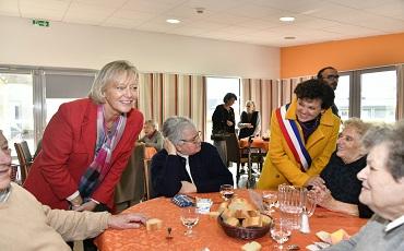 Sophie CLUZEL et Dominique BAUDRY à la résidence Autonomie Les Herbiers