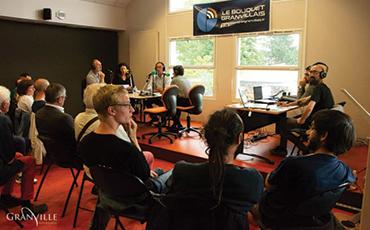 La web radio s'est installée provisoirement dans la salle Santorin de l'Agora©Flora.Gelot