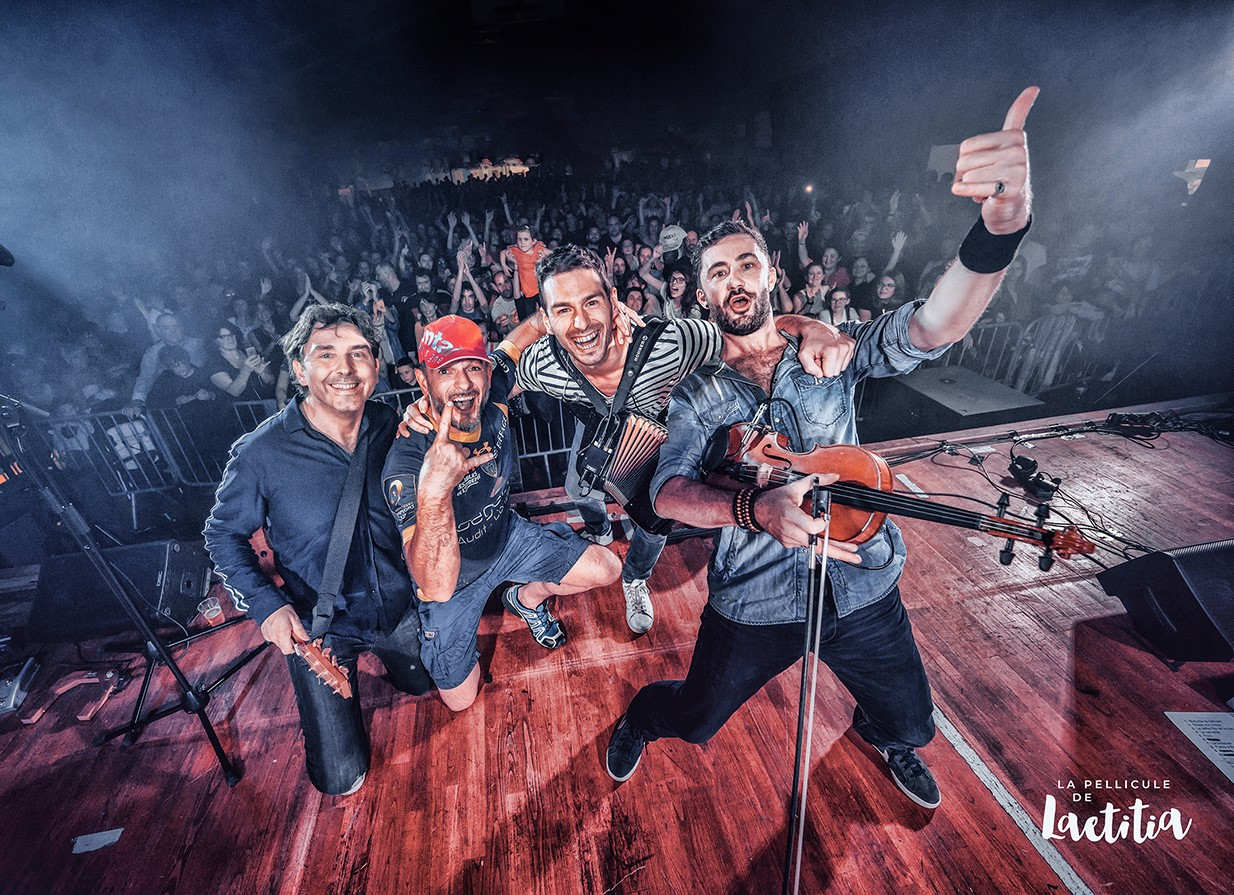 De gauche à Droite : Jeff (guitare mandoline), Kevin (Chant), Greg (accordéon) et Charlie (Violon). ©Laetitia.Roiron