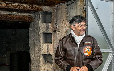 M.Dumetz est le président de l'association Un été 44 qui réhabilité les deux blockhaus de la Ville de Granville situés à la Pointe du Roc.