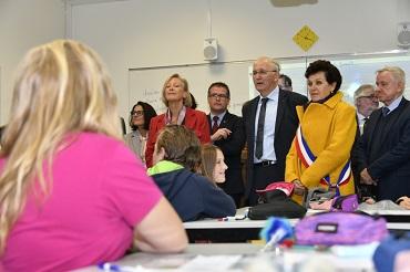 Sophie CLUZEL au collège Malraux, ave Bertrand SORRE, député, Marc LEFEVRE, Président du Conseil départemental de la Manche, et Dominique BAUDRY, Maire de Granville.