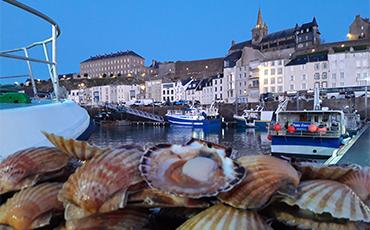 La Grande Débarque célèbre l'arrivée de la coquille Saint-Jacques en Normandie.