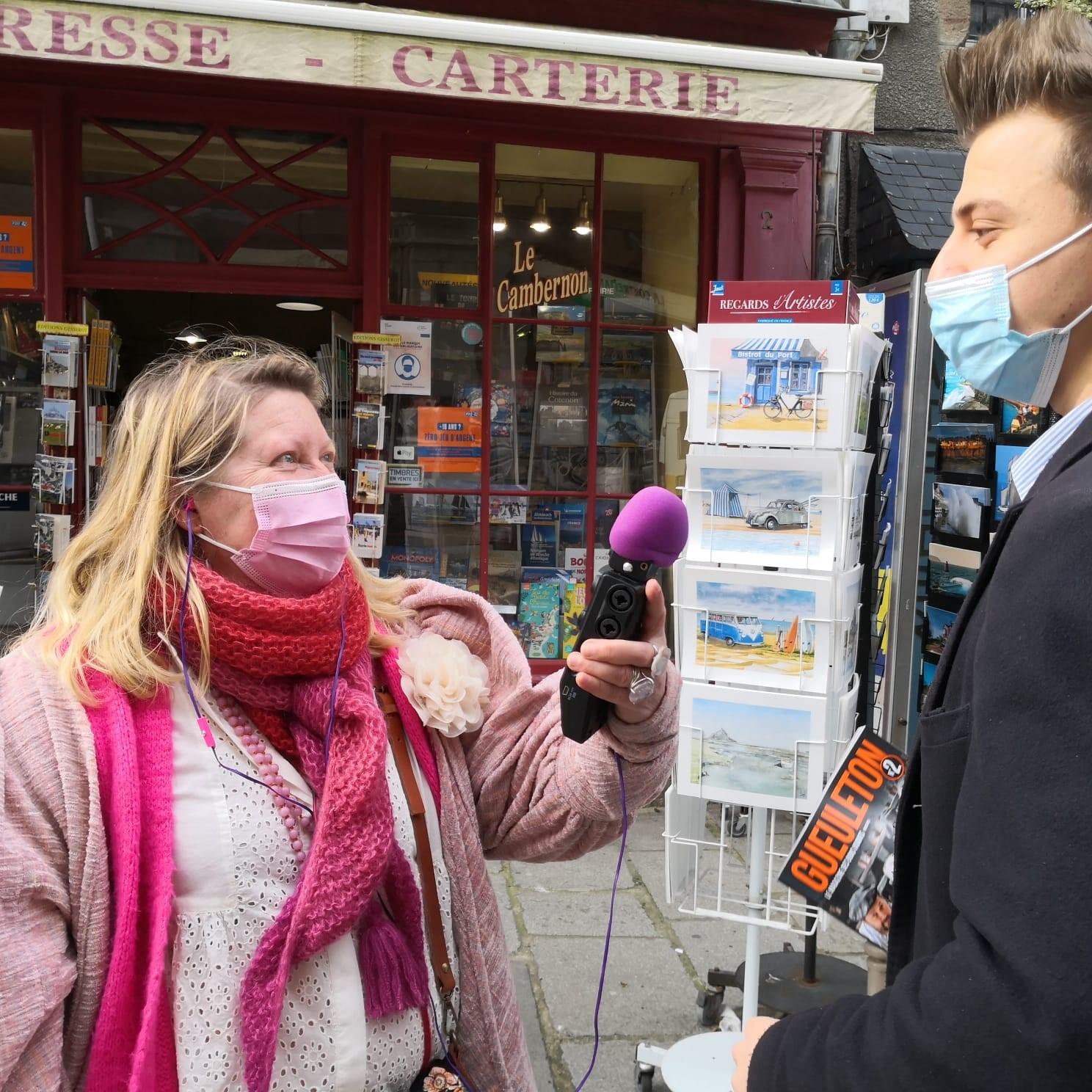Virginie Chapdelaine et Rose Warda ont interrogé des hommes dans la rue dans le cadre d'une émission qui sera diffusée prochainement sur Le Bouquet Granvillais. ©DR