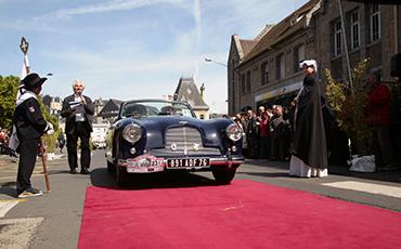 Le Club de l'Auto, qui fête cette année son 50e anniversaire, organise le 8e Rallye Paris-Granville du 18 au 20 septembre en collaboration avec la Ville de Granville et le Musée Christian Dior.