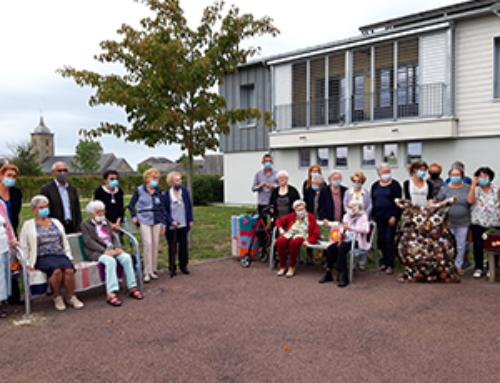 Vingt tricoteuses ont décoré la résidence autonomie Les Herbiers